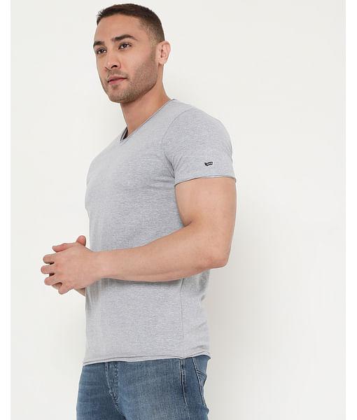 Men's Scuba V Basic Ec In Slim Fit Solid Tshirt