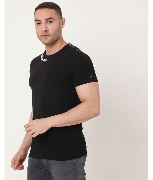Men's Scuba Neck Ec In Slim Fit Solid Tshirt