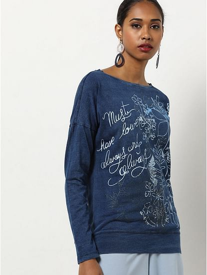 Women's comfort fit round neck Nazelie must have t-shirt