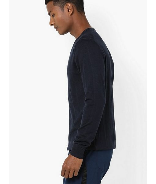 Men's Jonnye solid V neck navy blue pullover