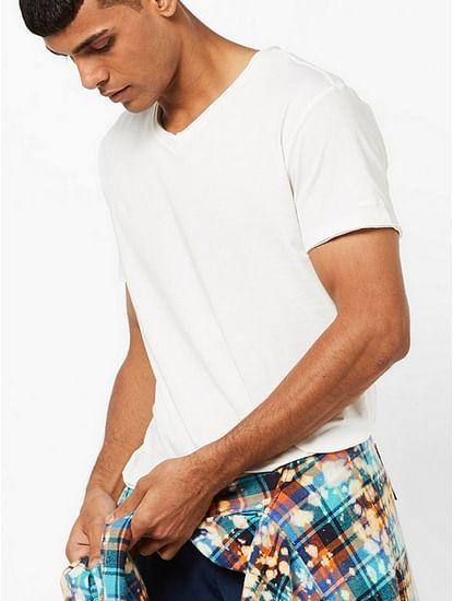 Men's Scuba v basic solid v-neck off-white t-shirt