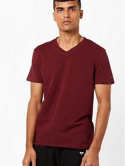 Men's Scuba v basic solid v-neck maroon t-shirt